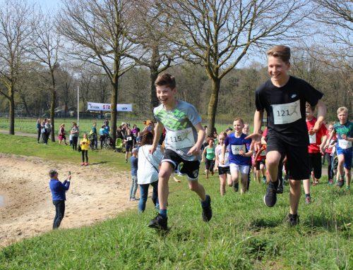 Kidstrail in De Maashorst: jeugd gaat sportieve strijd met elkaar aan in de bossen